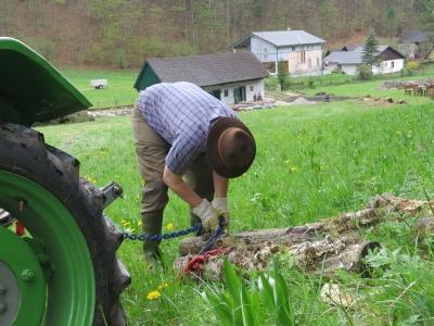 2014-04-27--Harald-Holzarbeit-Traktor--05