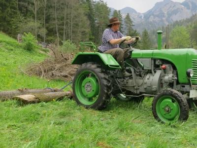 2014-04-27--Harald-Holzarbeit-Traktor--08